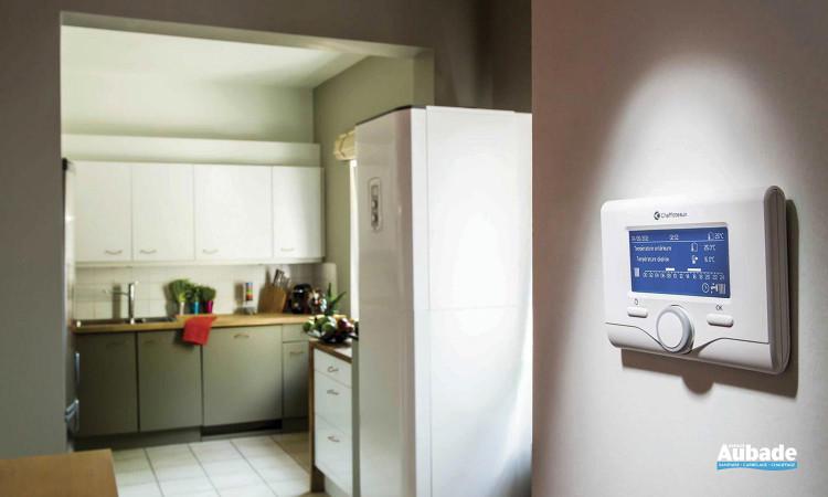 Chaudière au sol gaz moderne et écologique Pharos Green et thermostat Expert Control de Chaffoteaux