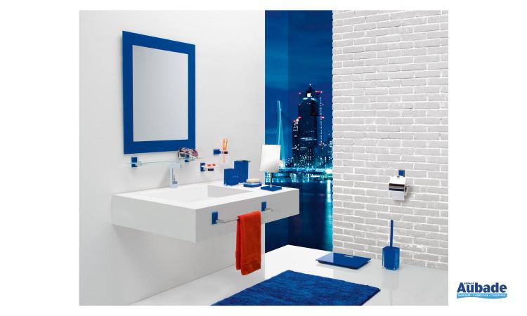 ensemble accessoires colorés Maine & Rainbow de Gedy pour salle de bains comprenant porte-serviette, porte-savon, miroir cadre laqué, porte-balai, porte-rouleau, pèse-personne