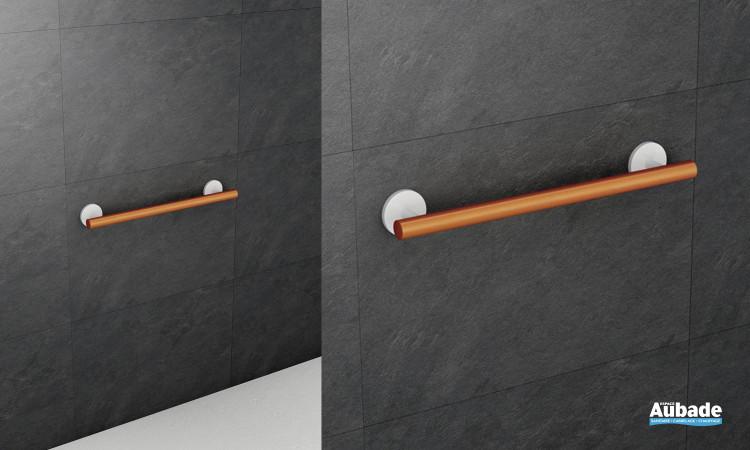 barre d'appui couleur bois pour salle de bains adaptée PMR Hewi