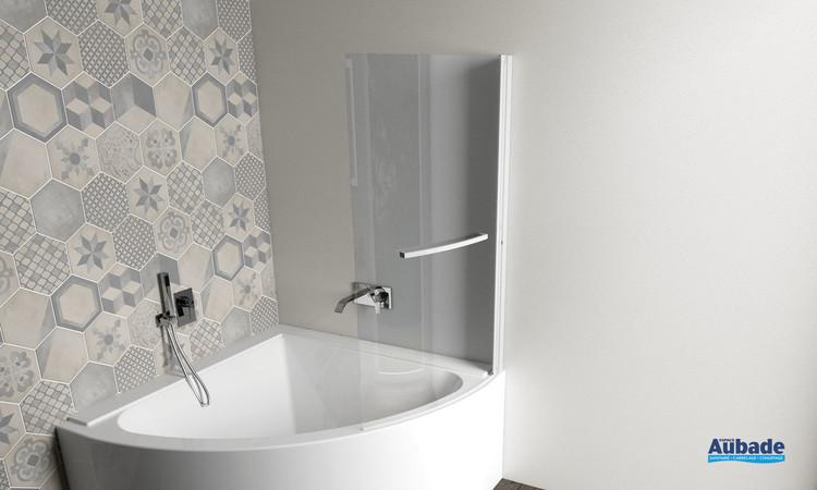 Pare-baignoire d'angle pivotant Curva développé de la marque Jacuzzi