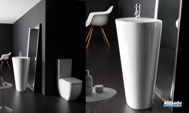 WC sur pied et lavabo Menhir de Laufen, collection Palomba