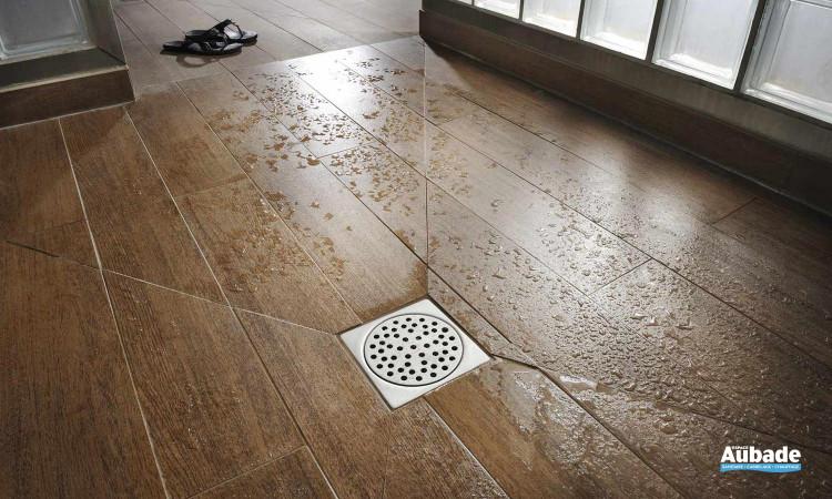 Caniveau design Rivage idéal pour vos douches avec un sol de type bois ou imitation parquet