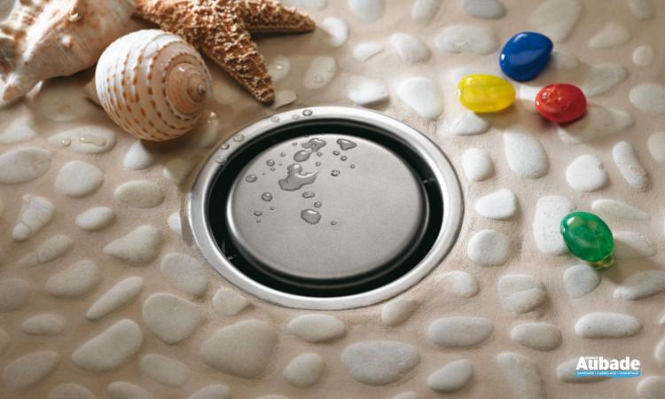 Caniveau design Rivage idéal pour vos douches avec un sol de type galet