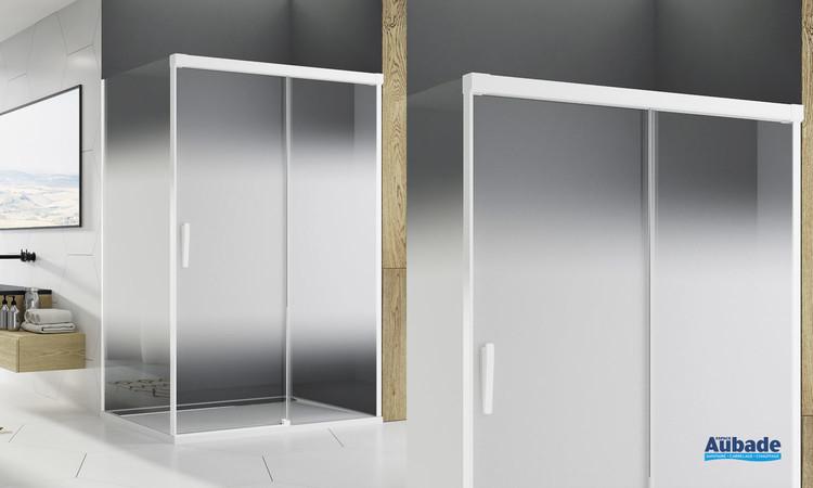 Paroi coulissante Ophalys finition profilé blanc mat et verre shade de la marque SanSwiss