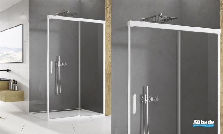 Paroi coulissante Ophalys finition profilé blanc mat et verre transparent de SanSwiss