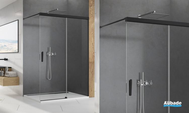 Paroi walk-in coulissant Ophalys avec profilé noir mat et verre transparent de la marque SanSwiss