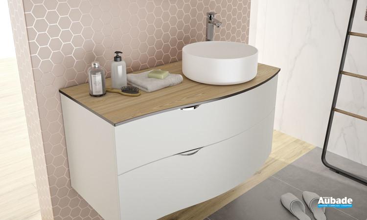 Meuble de salle de bains laqué blanc mat Stiletto avec plan orme blond et vasque à poser blanc mat de la marque Decotec