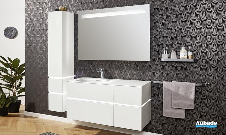 Meuble de salle de bains Vogue avec 4 tiroirs et 1 bandeau LED coloris laqué blanc brillant de la marque Vigour