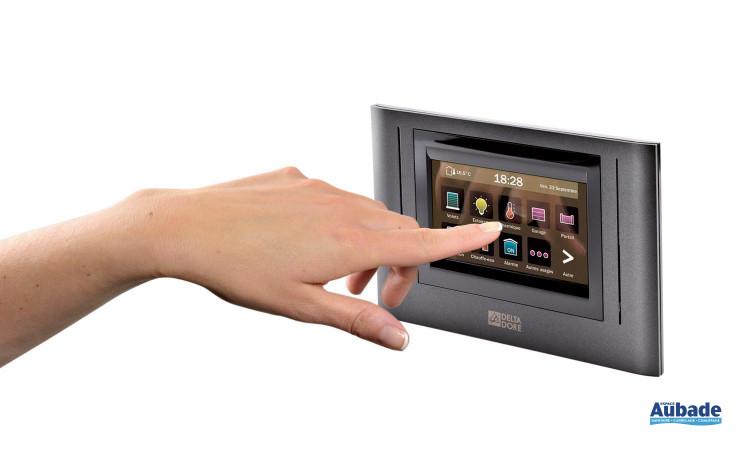 Thermostat programmable avec écran tactile Tydom 4000 de Deltadore