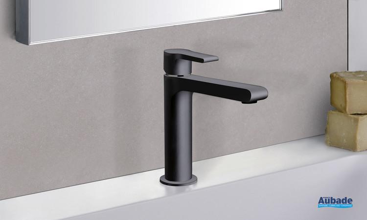 Mitigeur lavabo large Delta finition époxy noir mat par Cristina