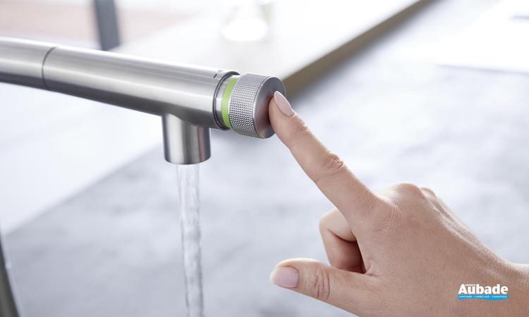 Sélection de la température mitigeur évier Essence SmartControl