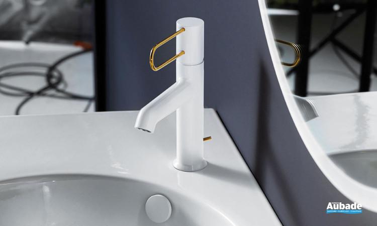 Robinet mitigeur lavabos et vasques Odéon Rive Gauche corps blanc et levier doré par Jacob Delafon