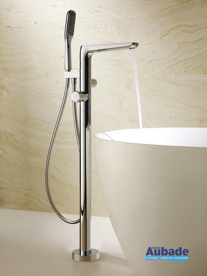 Robinet mitigeur bain et douche sur pied thermostatique Birdy finition chromée pour baignoire îlot de la marque Paini France