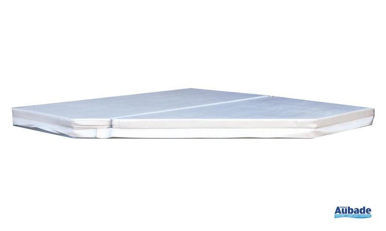 Le Spa Ibiza est doté d'une couverture blanche pour le protéger en cas de non utilisation