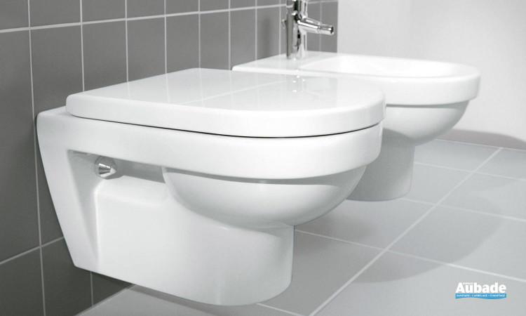 wc suspendu avec cuvette à fond creux et abattant amovible Targa Architectura de Villeroy & Boch