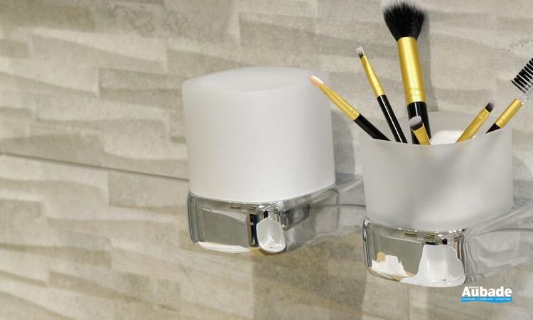 Accessoire de salle de bains distributeur de savon liquide à fixer de la gamme Derby Style coloris chromé et verre satiné de la marque Vigour