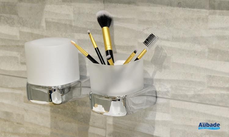 Accessoire de salle de bains Porte-verre chromé et verre satiné à fixer au mur de la gamme Derby Style par Vigour