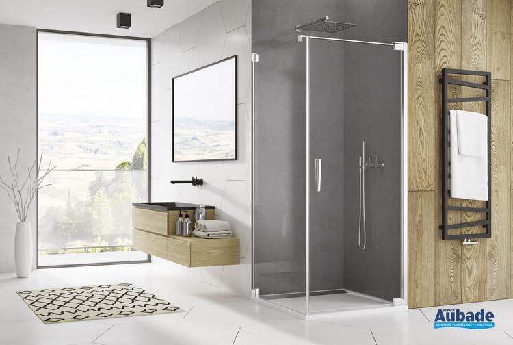 Paroi de douche avec porte pivotante Ophalys finition profilé poli brillant et verre transparent de la marque SanSwiss