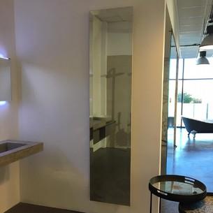 Sèche-serviettes contemporain en miroir Bizo Bain de Cinier
