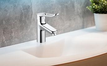 Salle de bains aide à la mobilité réduite PMR